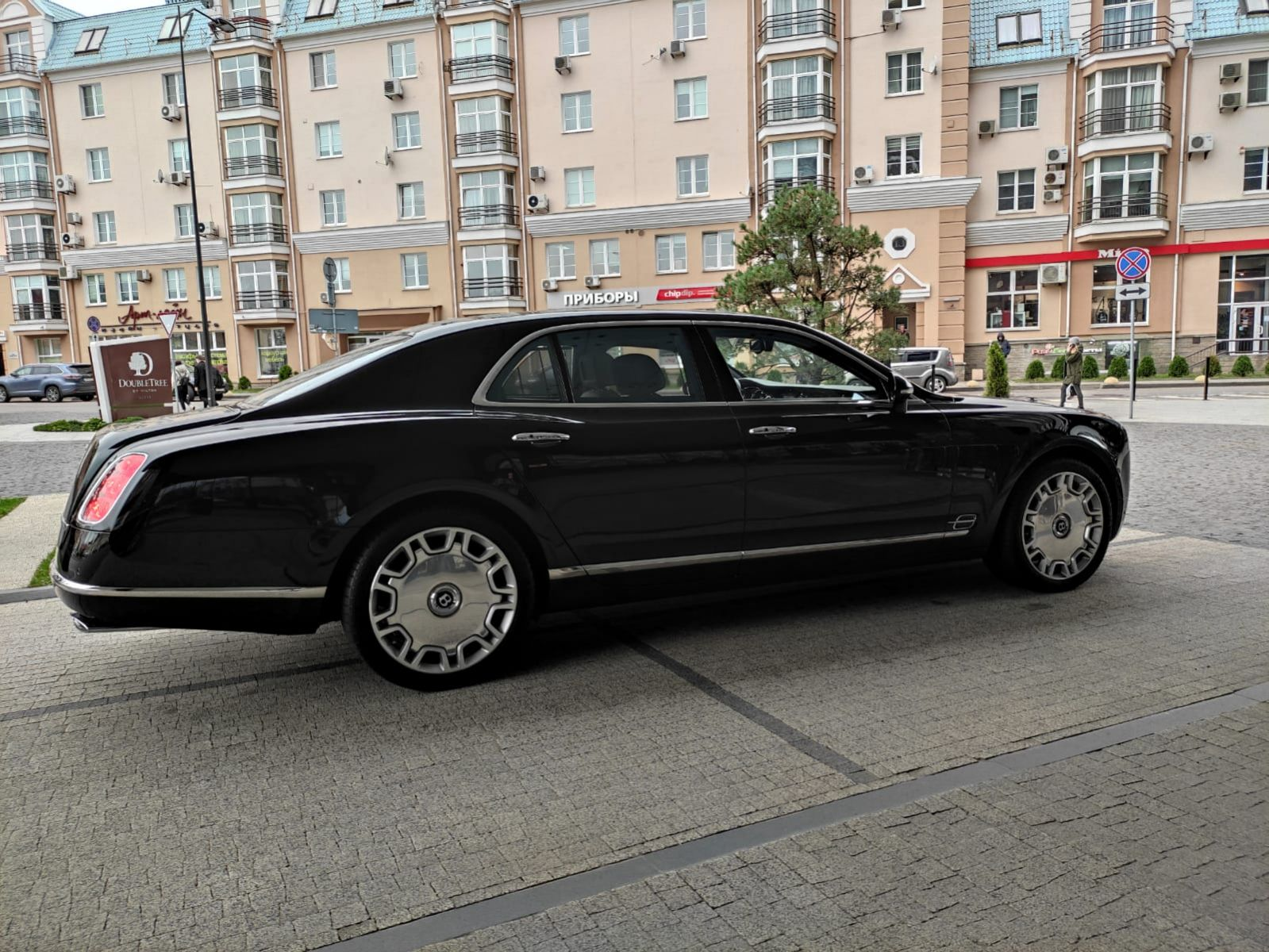 Bentley Mulsan rental. A premium car with a luxurious interior and impressive appearance.